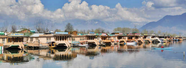 Advisory restricting movement of tourists lifted in Kashmir valley